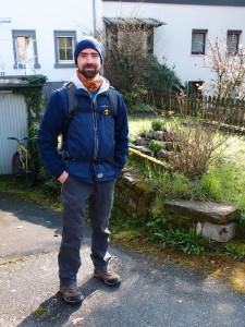 Kollege Heiko vor seinem Haus.