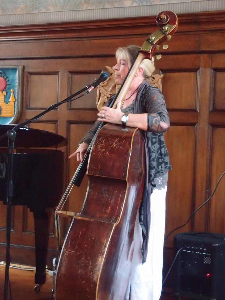 Lady Bass Konzert