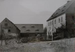 Hof der Familie Ebert in Tschirnitz 1960