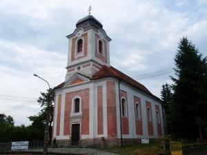 Renovierte St. Wendelin Kirche der Gemeinde Perštejn in der Ortschaft Perštejn, wo auch Omas Schule stand.