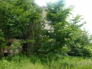 Keine Chance, ins Wohnhaus zu kommen (Seitenansicht vom Inneren des Hofes aus)