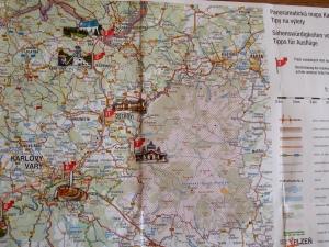 """...und eine Touristenkarten """"Sehenswürdigkeiten der Karlsbader Region - Tipps für Ausflüge""""."""