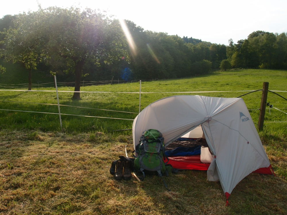 Zelt in der frühen Abendsonne - entschädigt für jeden zu viel gelaufenen Kilometer