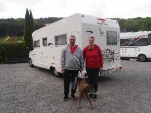 Susanne,  Stephan und ihre Boxer-Hündin Chilly