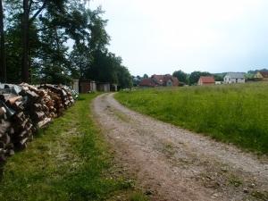 Erster Blick auf Hasselberg (wenn ich auch von einer anderen Seite in das Dorf gelange als mein Opa damals)
