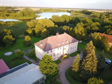 Jap, DAS ist das Herrenhaus in Lübbenow, zu dem ich gewandert bin :)